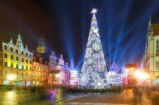 Show de laser na praça do mercado, wroclaw, polônia