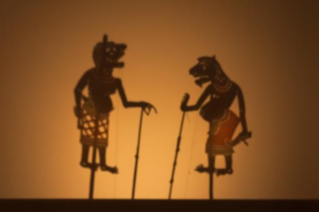 Show de marionetes tailandês tradicional das sombras