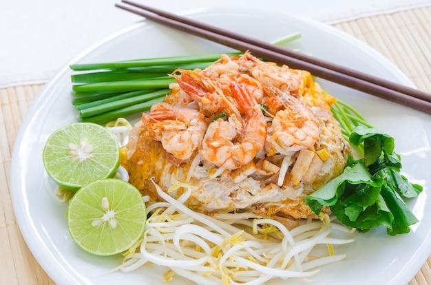 Shrimp pad thai macarrão frito (macarrão de arroz pequeno)