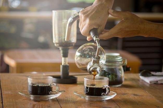 Sifão vácuo, xícara de café e sifão máquina de café a vácuo na loja