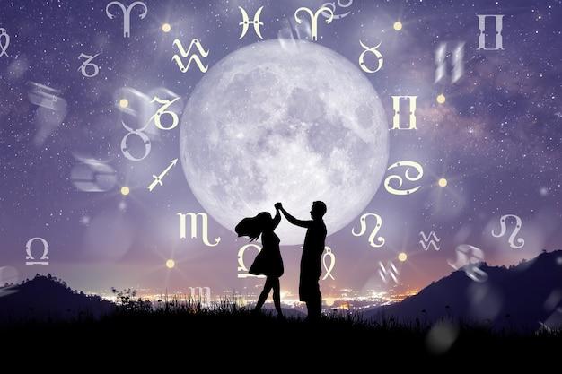 Signos do zodíaco dentro do círculo do horóscopo casal dançando sobre a roda do zodíaco