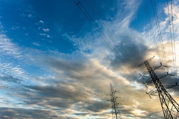 Silhueta da estrutura de poste elétrico de alta tensão