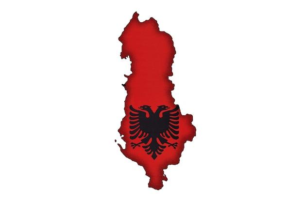 Silhueta da fronteira da albânia com a bandeira nacional isolada no fundo branco com espaço de cópia