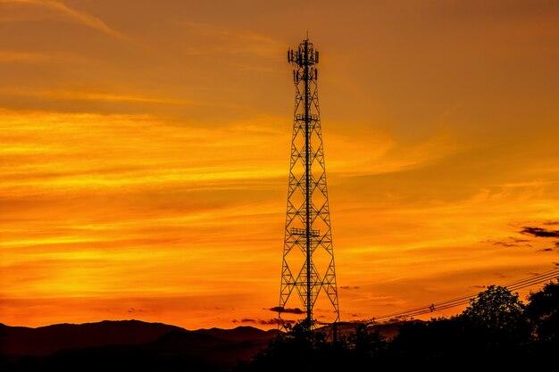 Silhueta de antena de rádio de transmissão