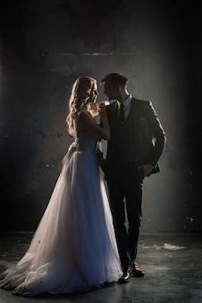 Silhueta de casal casamento noivo e noiva. estilo de casamento art.