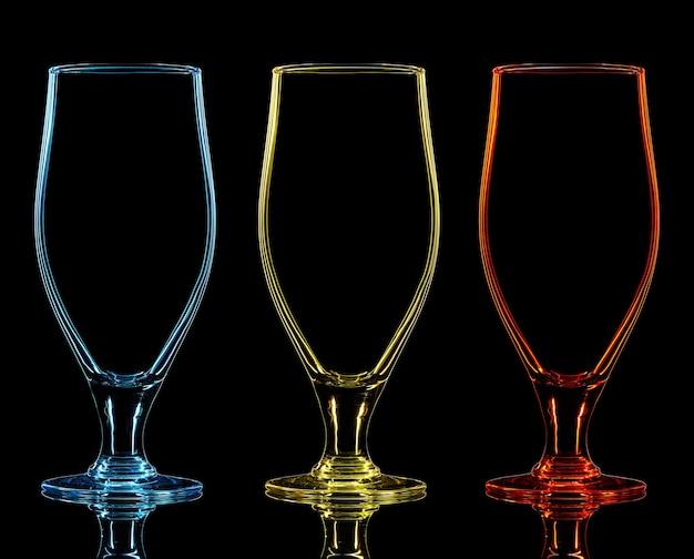 Silhueta de copo de cerveja colorida em um fundo preto