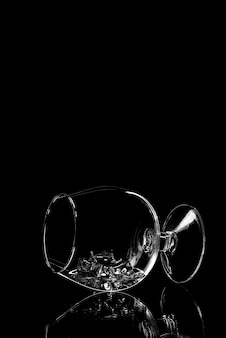 Silhueta de copo. silhueta de vidro vazio isolada