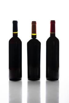 Silhueta de garrafas de vinho de vista frontal