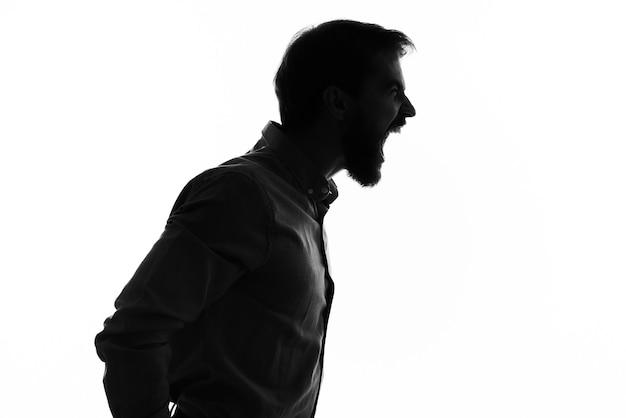 Silhueta de homem emocional perfil sombra vista recortada