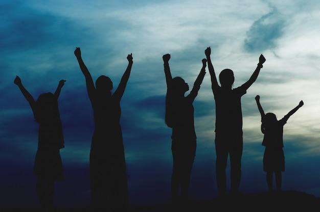 Silhueta de liderança de equipe, trabalho em equipe e trabalho em equipe e deliciosos conceitos de silhueta