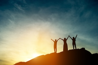 Silhueta de sombra de liderança de equipe, trabalho em equipe e trabalho em equipe.