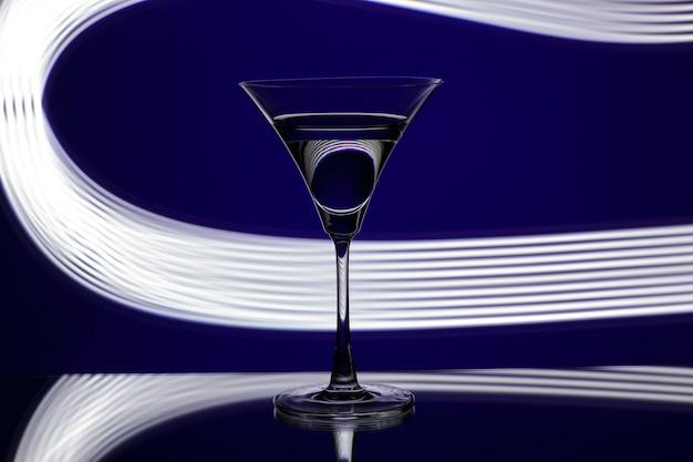 Silhueta de vidro em boate