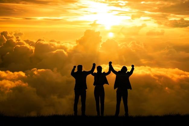 Silhueta, equipe empresarial, vencedor ou sucesso, objetivo, conceito