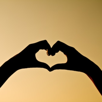 Silhueta refletida valentine feriado mão humana