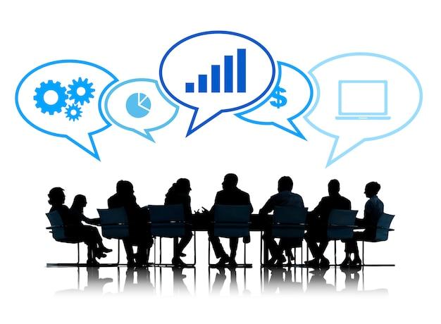 Silhuetas de pessoas de negócios, reunião com símbolos de negócios