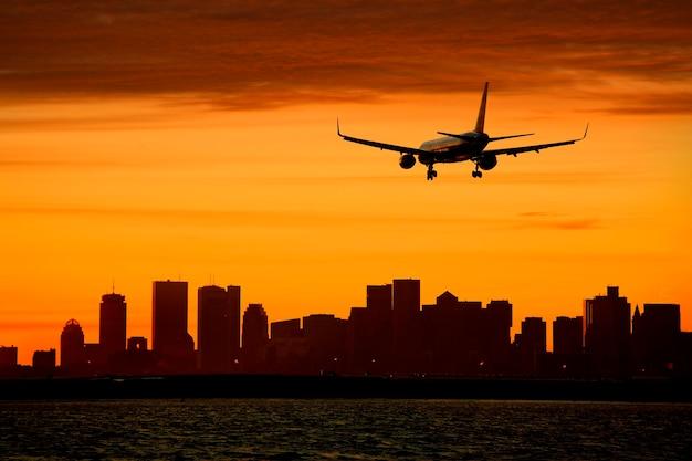 Silueta, de, aeronave, e, cityscape