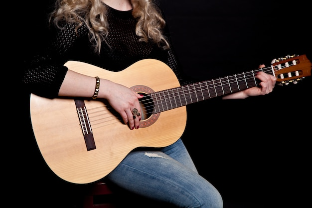 Silueta, de, um, menina violão