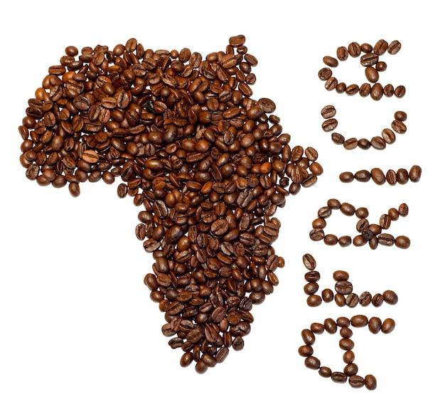 Siluette do continente africano feita com grãos de café