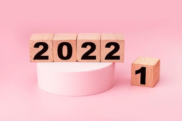 Simbolizam a mudança de 2021 para o novo ano 2022 2022 conceito de feliz ano novo