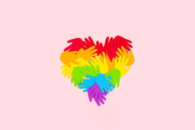 Símbolo da bandeira lgbt em forma de coração