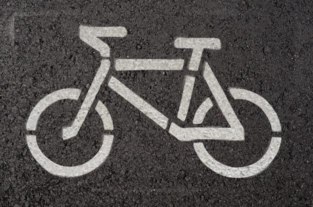 Símbolo de bicicleta em estrada de asfalto