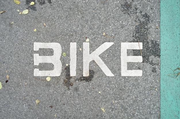 Símbolo de caminho de bicicleta indicado na ciclovia