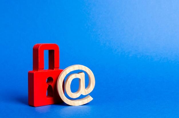 Símbolo de e-mail e cadeado vermelho.