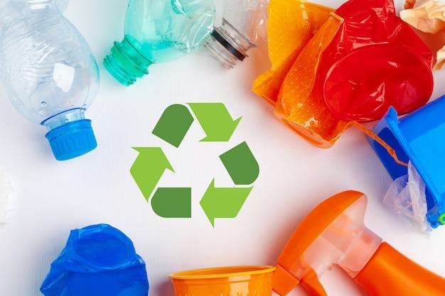 Símbolo de eco reciclagem de resíduos com triturador de lixo