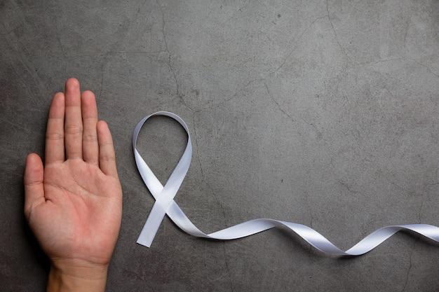 Símbolo de fita branca da paz dia internacional da não violência.