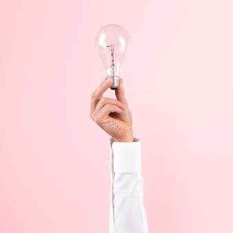Símbolo de ideia de negócio criativo de lâmpada segurado por uma mão
