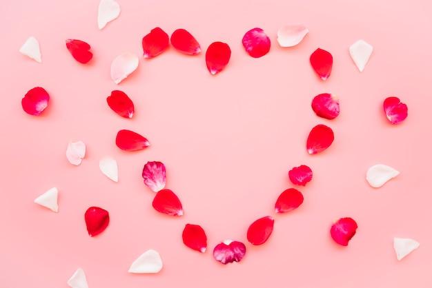 Símbolo do coração de pétalas vínicas