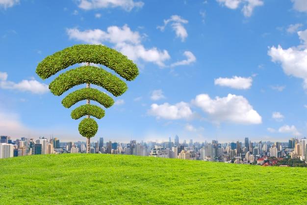 Símbolo do wifi da árvore, feito pela forma dos arbustos.
