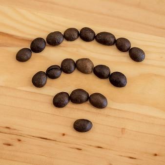 Símbolo wifi desenhado a partir de grãos de café
