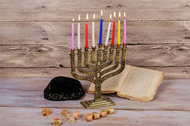 Símbolos de hannukah de feriado judaico - menorah