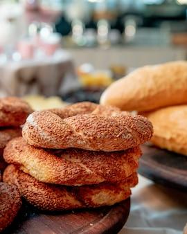 Simit bagels com sementes de gergelim