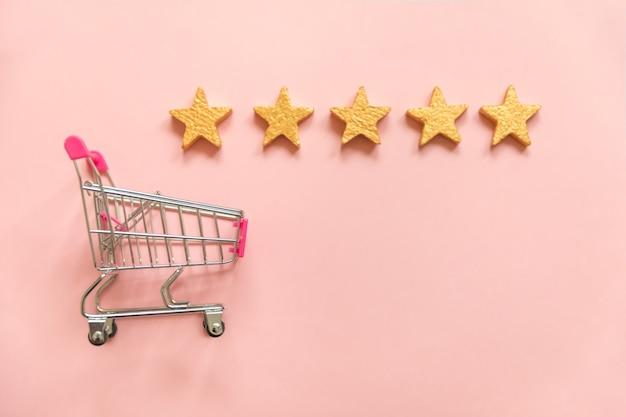Simplesmente plano lay design carrinho de empurrar de supermercado pequeno para compras e classificação de estrelas douradas