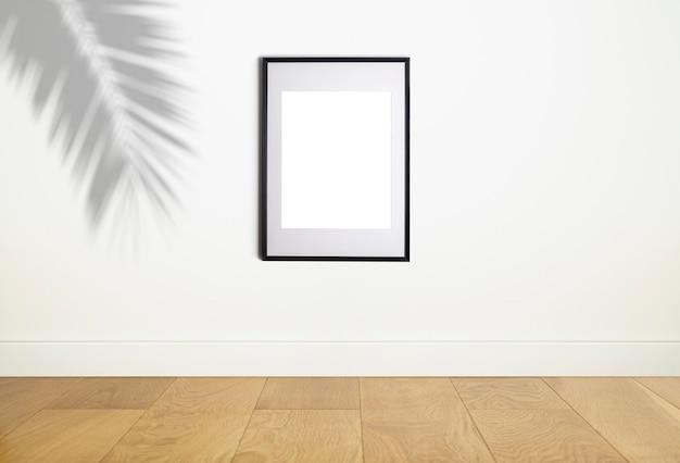 Simulação de moldura de pôster na parede branca interior moldura branca para pôster ou foto