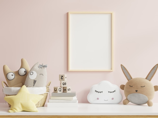 Simule pôsteres no interior do quarto infantil, pôsteres no fundo da parede rosa vazia, renderização em 3d