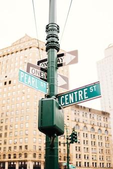 Sinais estrada, ligado, pilar, em, rua