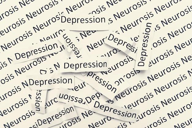 Sinais palavras depressão caída em uma bagunça em um papel com sinal de neurose