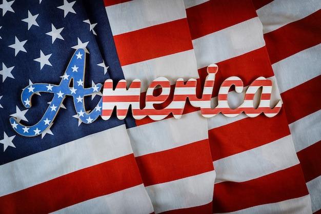 Sinal da américa decorado carta com feriado federal patriotismo do fundo da bandeira americana
