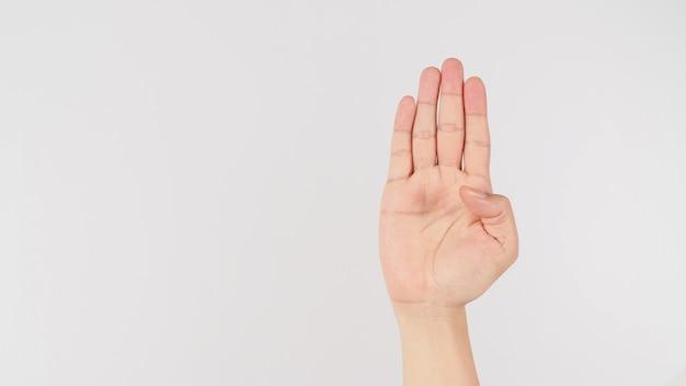 Sinal de ajuda. palma para a câmera e dobra o sinal da mão do polegar no fundo branco.