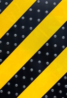 Sinal de aviso de perigo amarelo com luz led