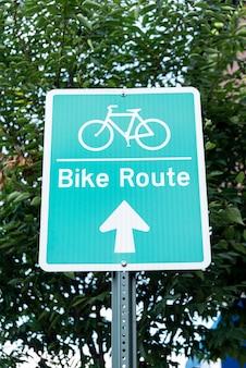 Sinal de bicicleta na rua