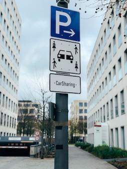 Sinal de estacionamento de veículo de compartilhamento de carro
