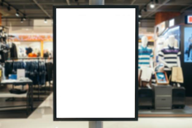 Sinal de madeira em branco com espaço de cópia para sua mensagem de texto ou conteúdo