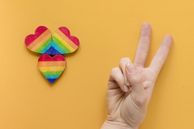 Sinal de paz e corações do arco-íris