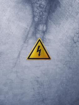 Sinal de perigo em uma superfície de metal