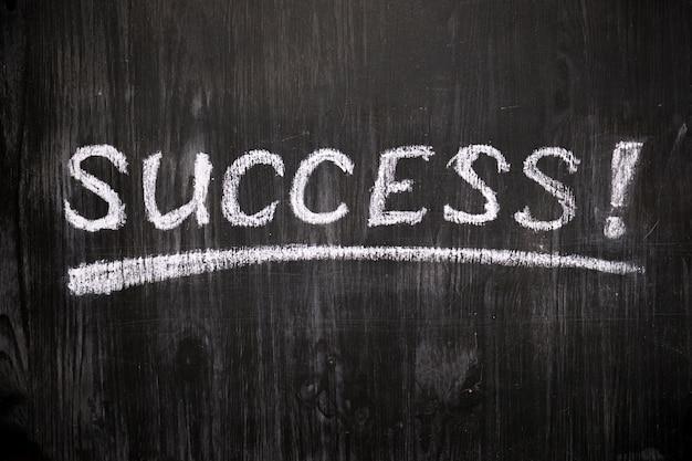 Sinal de sucesso no quadro-negro