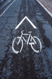 Sinal de trânsito de bicicleta nas ruas da cidade de bilbao, espanha